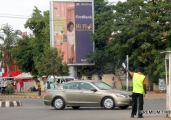 abuja-traffic-warden-controlling-traffic-in-the-absence-of-traffic-lights