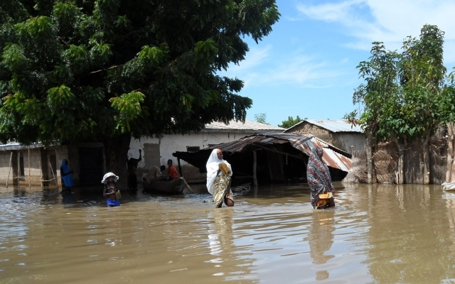 villagers-being-evacuated-from-flooded-area-in-taraba